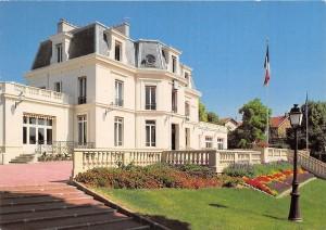 Mairie de Chaville, construite avec les pierres de l'anciens Château