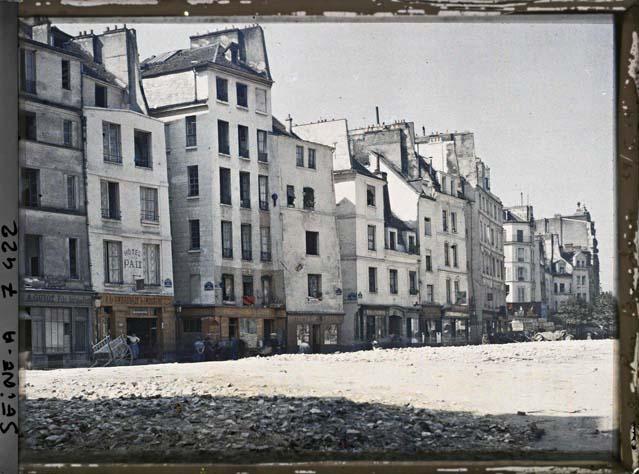 La rue Beaubourg, avec sur la gauche la rue de Venise et la rue des Etuves-Saint-Martin par Stéphane Passet