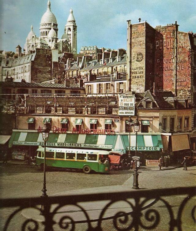 Montmartre le restaurant Aux deux marronniers sur la place du métro Anvers