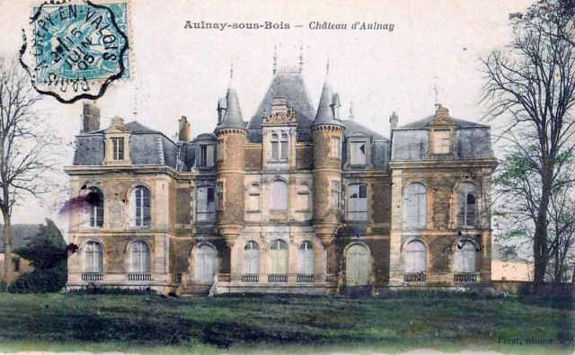 Ancien Château féodal du Marquis de Gourgues datant du XII ème siècle.