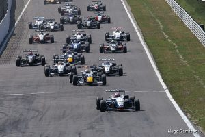 Di Resta leads Buemi and the rest of the field away in the Masters of F3 at Zandvoort (Hugo Garritsen).
