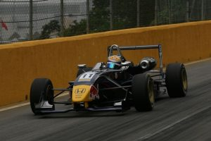 Buemi in action at the Macau Grand Prix, where incidents for other drivers allowed to finish a fine fourth. (Formula 3 Euro Series)