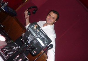 DJ Franck Lagorce is perfect for weddings, local gatherings and corporate events.