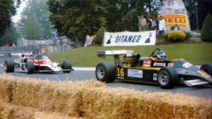Miguel (right) ahead of Richard Dallest at Pau in 1980. The M281 was the first Minardi ever built.
