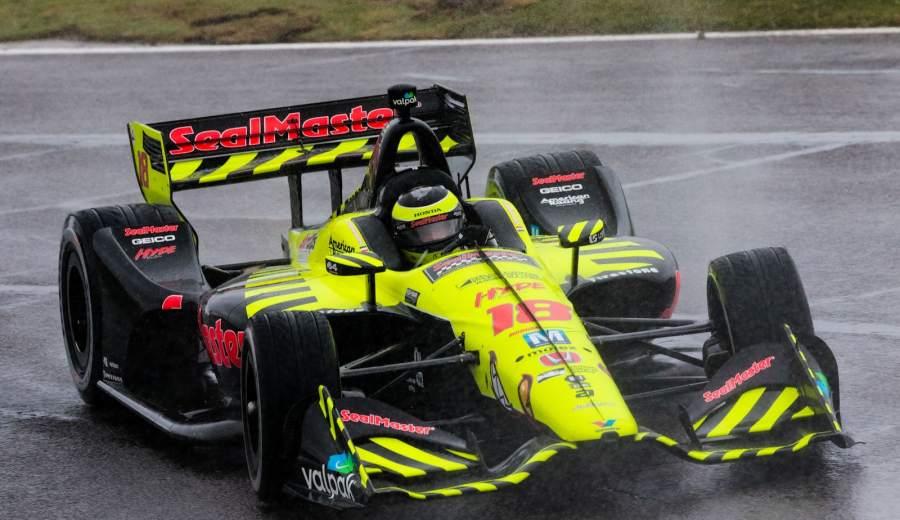 Bourdais-battles-rain-during-Barber-IndyCar-race-completion
