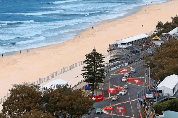 V8 Supercars tackling the beachfront chicanes. (Source: queensland.com)