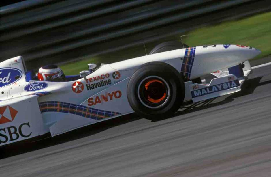 Jan Magnussen (Stewart-Ford) braking hard with red-hot discs during the 1997 Austrian Grand Prix at the A1-Ring in Spielberg. Photography: Grand Prix Photo