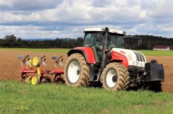 tractor-4509645_1920