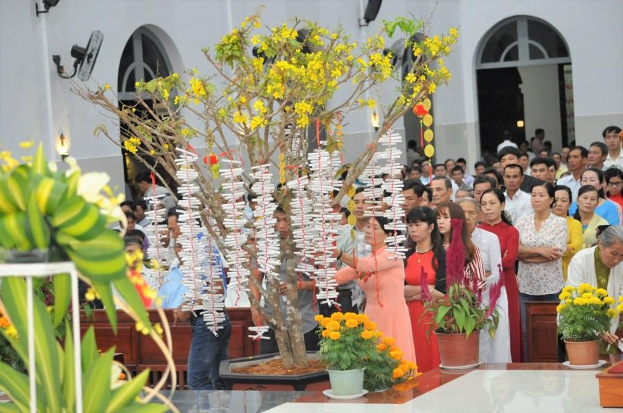 Ngày Tết có ý nghĩa thiêng liêng, mang đậm bản sắc dân tộc. Đã là người Việt Nam thì dù ...