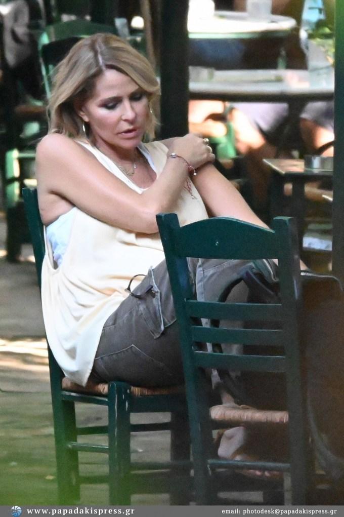 Τζένη Μπαλατσινού: Η εμφάνιση στο κέντρο της Αθήνας στον 7ο μήνα της εγκυμοσύνης της