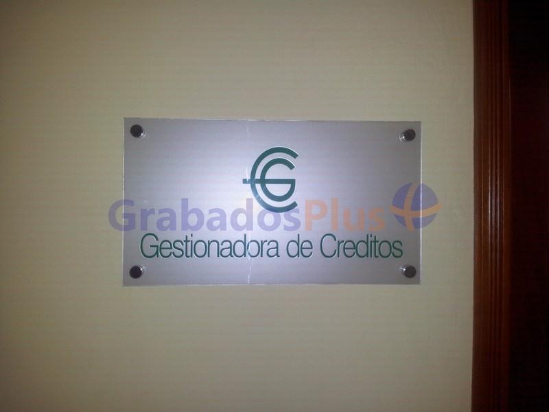 Letreros en Acrlico con Vinil  GrabadosPlus