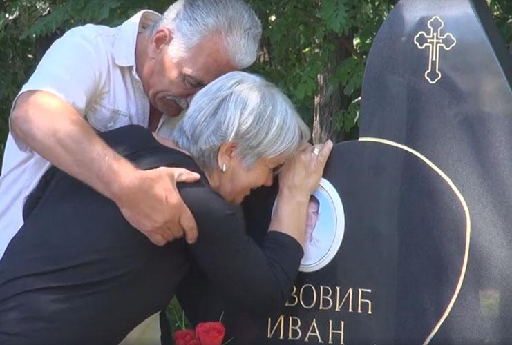 Đurić na parastosu ubijenoj deci u Goraždevcu