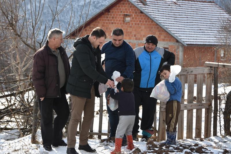 Повратницима у Љевоши укључена струја и допремљена помоћ у храни и води