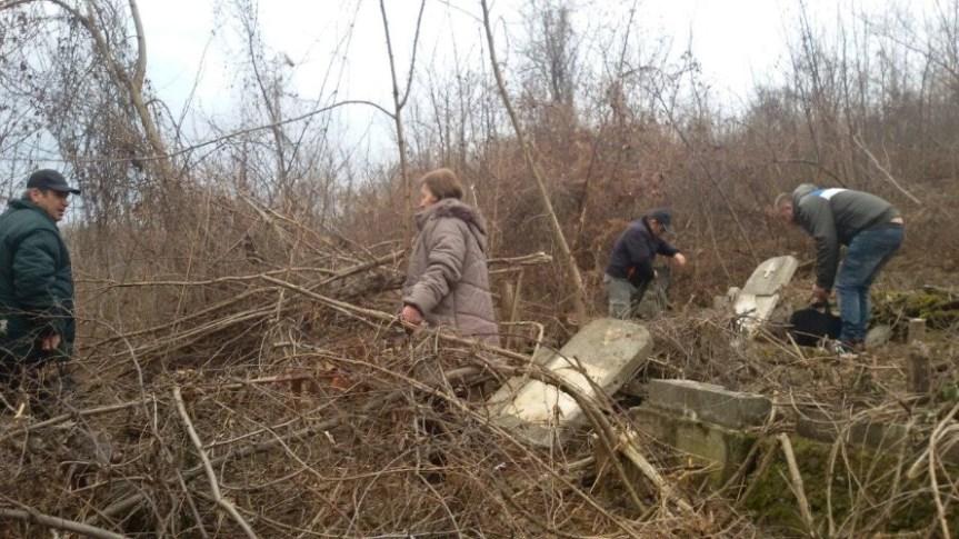 Raseljeni Srbi iz Mušutišta za Zadušnice u svom selu