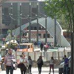 Нова масовна туча на митровичком шеталишту: Петорица приведена и пет полицајаца суспендовано