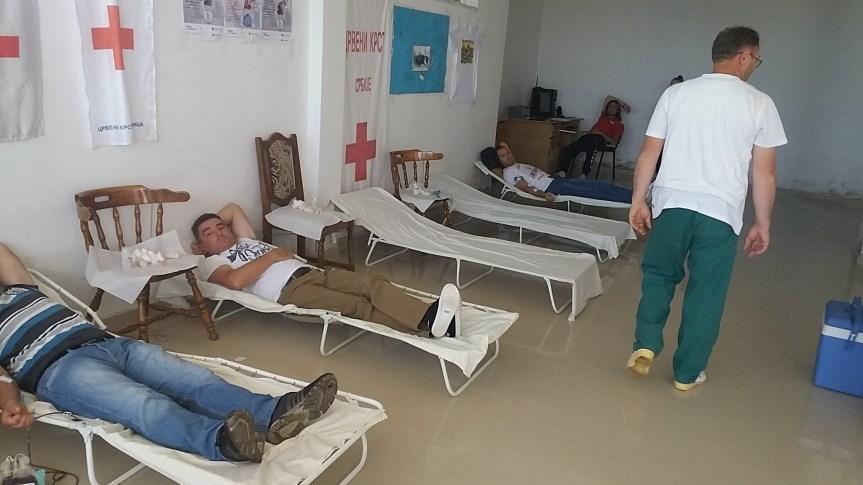 Srbi iz Makedonije dobrovoljno dali krv u Gračanici