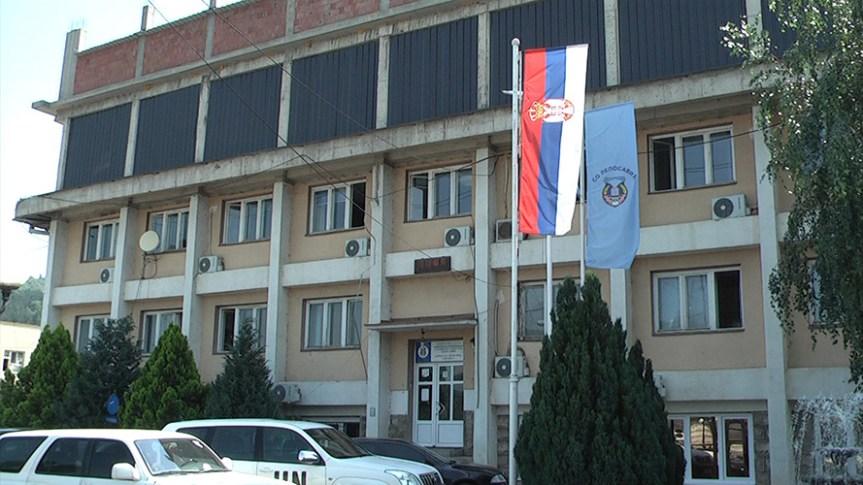 Козарев и Тодић деле саднице пољопривредницима општине Лепосавић