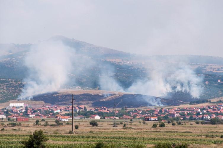 Пожар у близини спортског центра у Грачаници