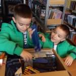 """Народна библиотека и """"Адра"""" поделиле Божићне пакетиће"""