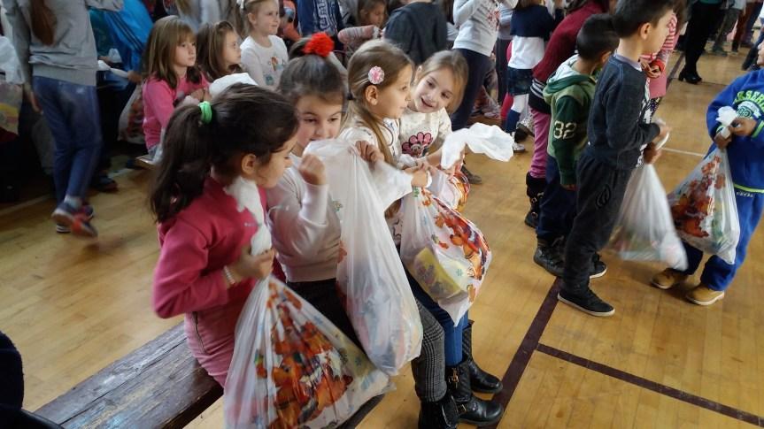 За православну Нову годину 2.000 поклон пакетића за децу са Косова и Метохије