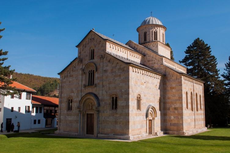 Амбасаде подсетиле на то да ни 4 године од одлуке Уставног суда земља није враћена манастиру Дечани