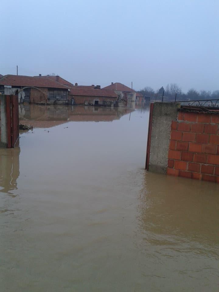 У страху од новог поплавног таласа мештани Прилужја пробдели претходну ноћ