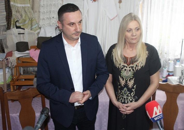 """Поповић: Чланице """"Авеније"""" истрајни борци за права жена"""