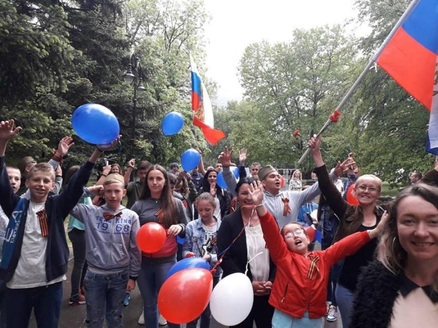 """Деца са КиМ  учествовала у маршу """"Бесмртног пука"""" у Варни"""