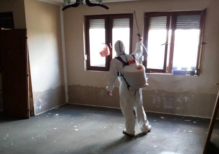 Дезинфекција, дезинсекција и дератизација поплављених зграда у Добротину