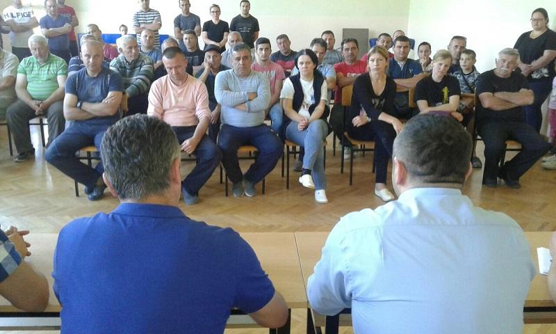 Поповић са мештанима Добротина о санацији поплављеног