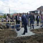 Popović položio kamen temeljac za kuću porodice Stojanović