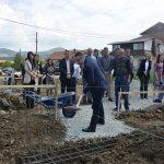 Поповић положио камен темељац за кућу породице Стојановић