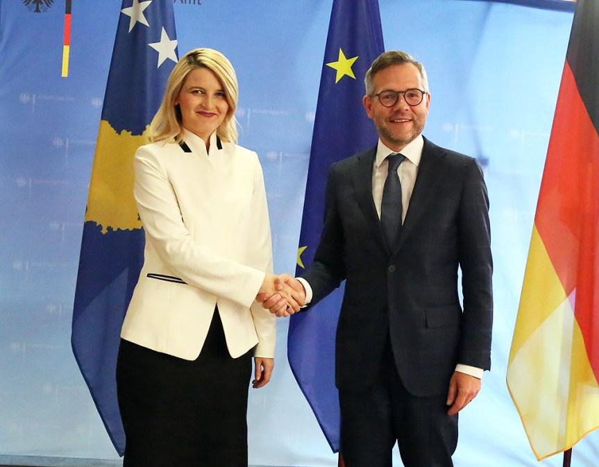 Хоџа затражила подршку Немачке за добијање визне либерализације
