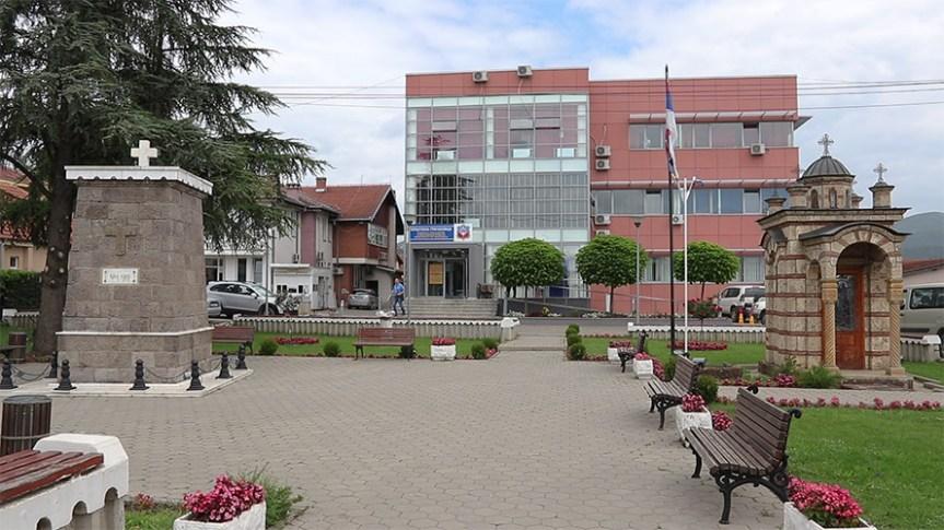 Кризни штаб, одбор за безбедност и посета представника КФОР-а Општини Грачаница без присуства свих локалних медија
