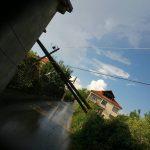 Ветар и киша оборили бандеру у Грачаници