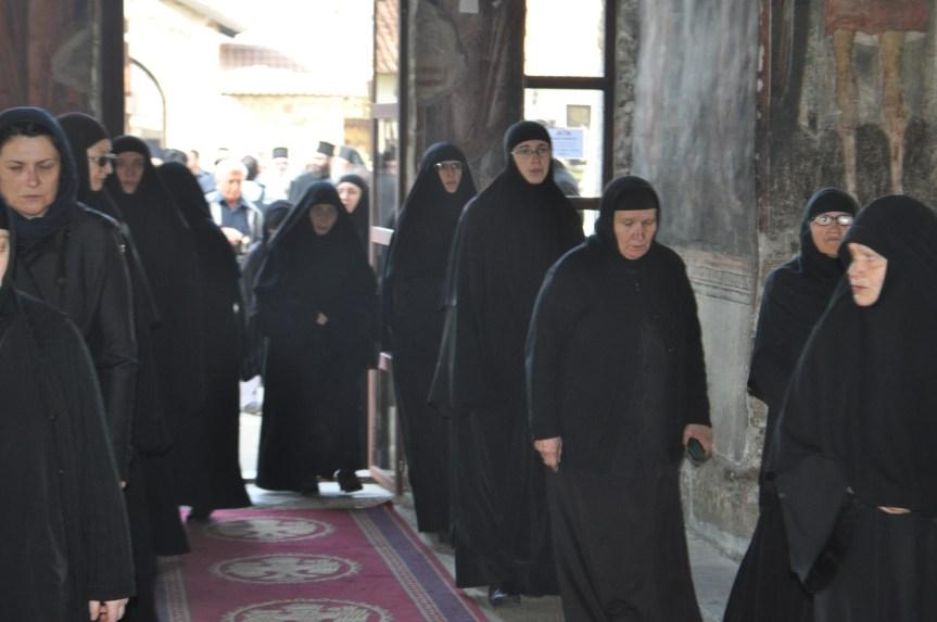 Косовске институције прете депортацијом нашим монасима и монахињама