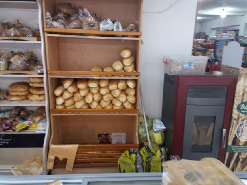 После такси од 100 посто на увоз робе из Србије, цене хлеба различите у албанским и српским срединама
