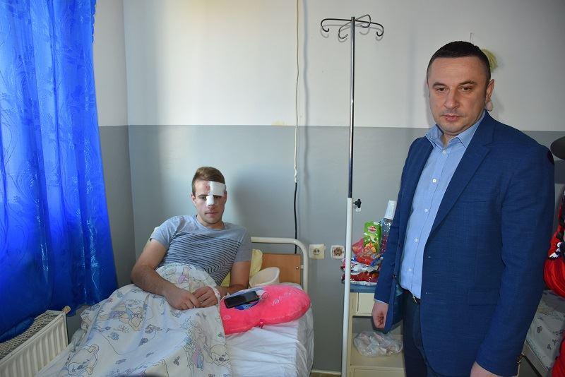 Поповић обишао поврећене ученике у саобраћајној незгоди