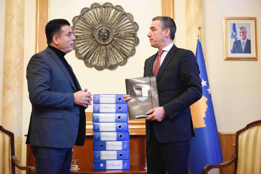 Градоначелник јужне Митровице предао Весељију петицију за уједињење подељеног града на Ибру