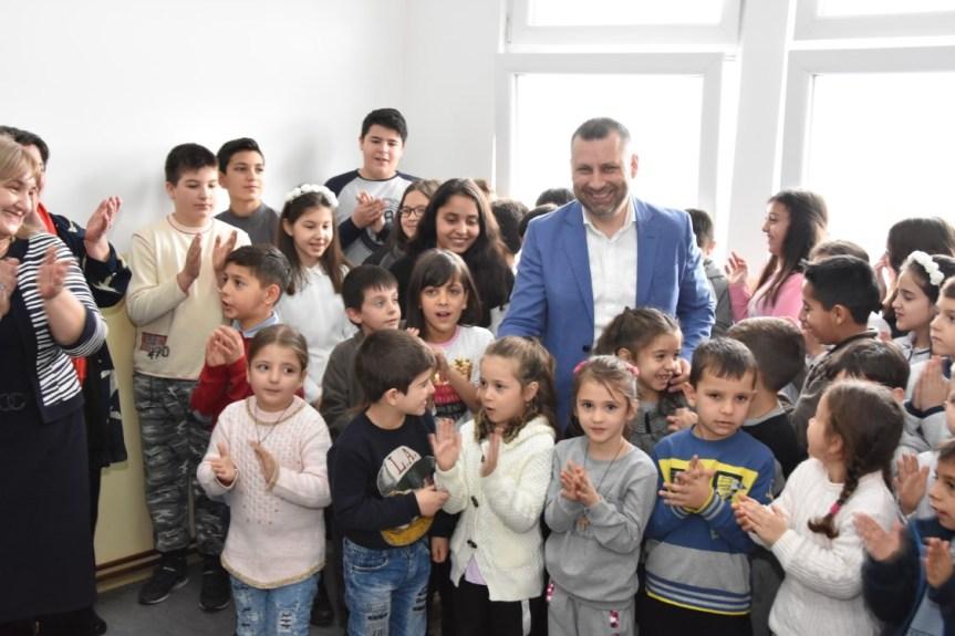Јевтић у Ораховцу: Наставићемо да улажемо у образовање и живот