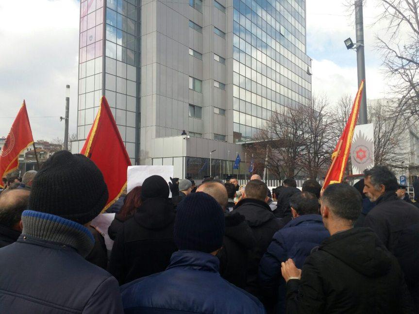 Ветерани ОВК протестовали испред Владе Косова