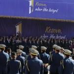 На свечаној паради у Приштини Вилијем Вокер и Еди Рама