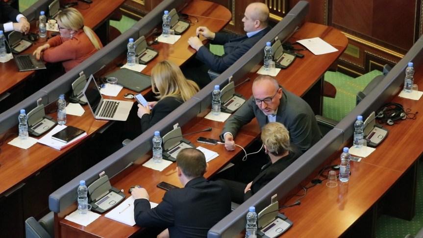 Самоопредељење на ванредној седници Скупштине Косова: Хашим Тачи узурпирао државу!