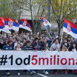 """Dveri: SNS će pokušati da izazove incidente, pozivamo na mir. U Pančevu napadnuti aktivista """"1 od 5 miliona""""."""
