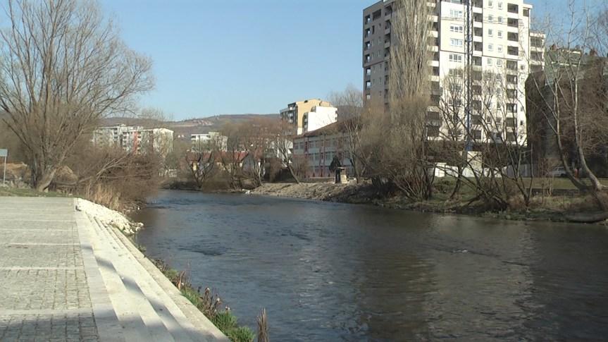 Удовичић и Јовић у Косовској Митровици доносе спортску опрему за пет основих школа
