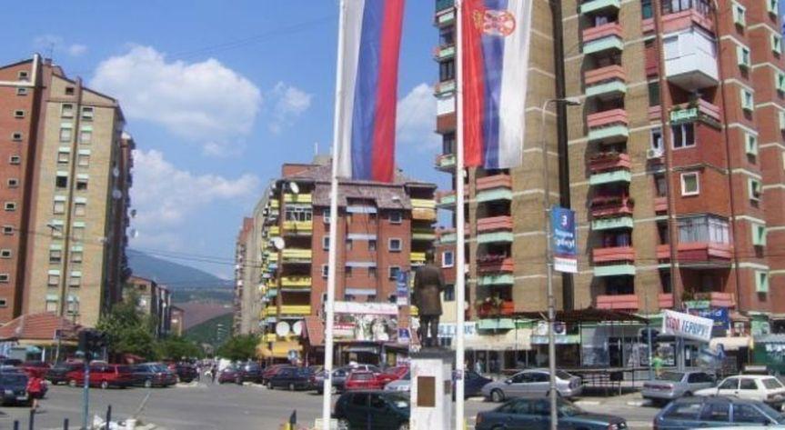 Косовкса Митровица: Данас мирно, у подне велики протест Срба