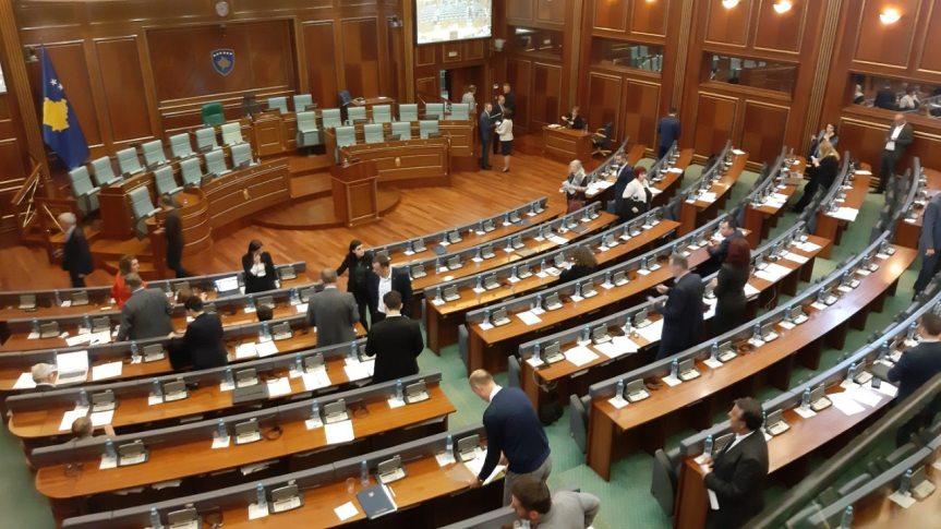 Нацрт Резолуције о наводним српским ратним злочинима над косовским Албанцима пред посланицима после14 часова
