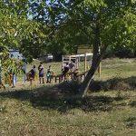 У Кишници, деца се у парку играју са фантомкама на глави