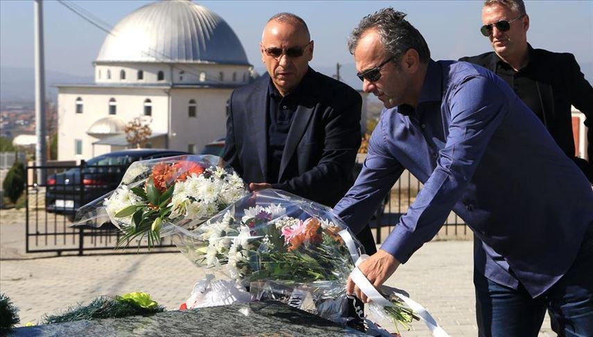 Dejan Savićević položio cveće na grob Fadilja Vokrija