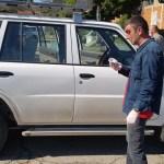 Претучен власник РТВ Пулс из Шилова испред општине Косовска Митровица